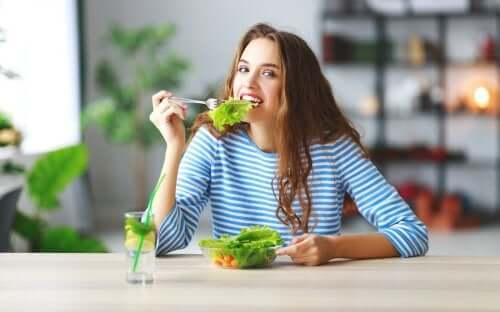 6 astuces pour moins manger sans avoir faim