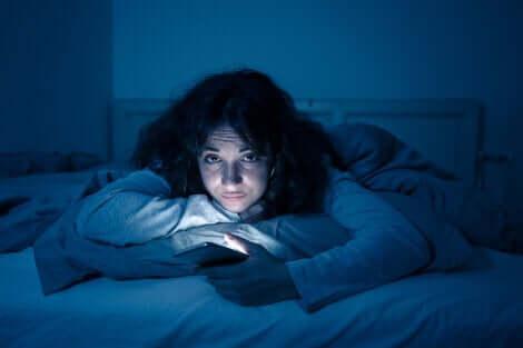 Une femme souffrant d'insomnie.