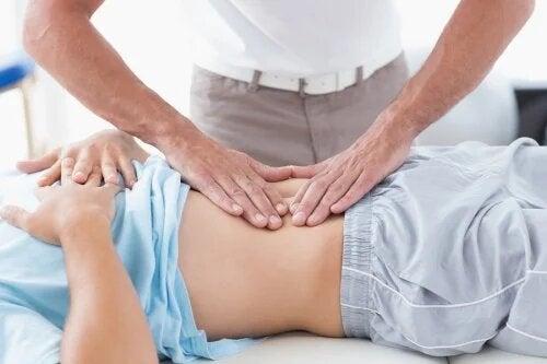 Diastase abdominale : qu'est-ce que c'est et comment est-elle traitée