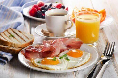 Un petit déjeuner équilibré.