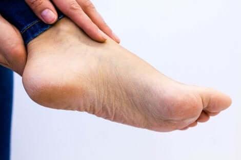 Le pied d'une femme.