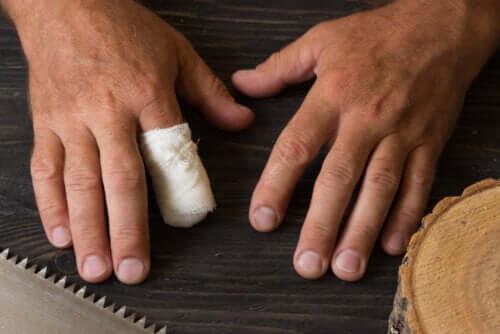 Premiers soins en cas d'amputation accidentelle d'un doigt