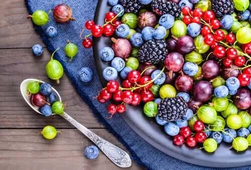 Plat de fruits rouges.