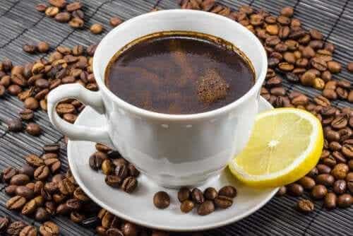 Le café au citron : est-ce un bon mélange ?