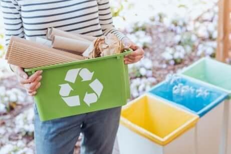 Des conteneurs pour le recyclage.