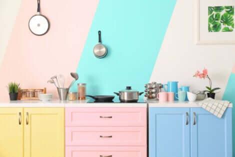 Des couleurs dans une cuisine.