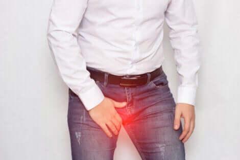 Douleur au niveau des testicules.