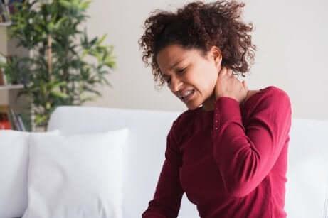 Les douleurs liées à la fibromyalgie.