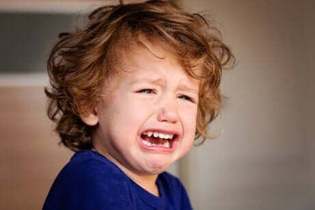 Un enfant en pleurs.