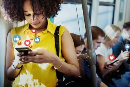 Réseaux sociaux : avantages et inconvénients