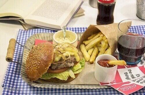 Le fast-food est souvent un cheat meal