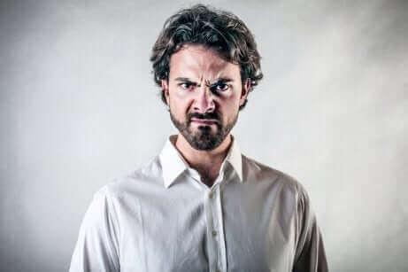 La colère est l'une des émotions de base, mais si elle devient incontrôlable, elle a de graves conséquences.