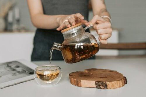 4 infusions au miel pour améliorer notre santé
