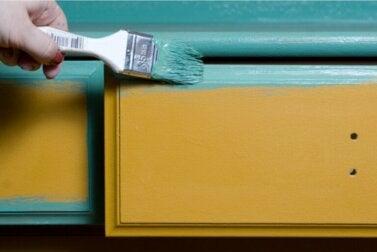 Peindre des meubles en bois : comment s'y prendre et quelques conseils