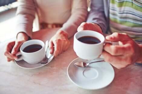 Des tasses de café.