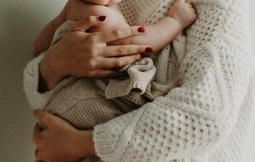 bébé mains