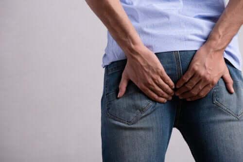 Démangeaisons de l'anus : pourquoi se produisent-elles ?