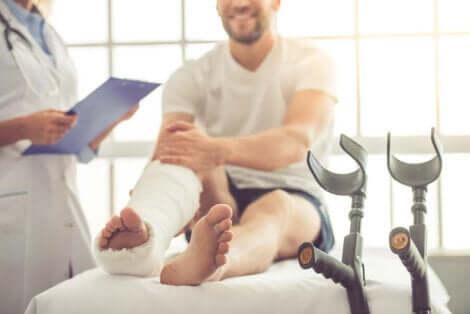 Une fracture de la jambe.