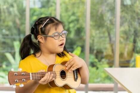 Un enfant atteint du syndrome de Down.