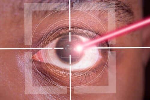 Opération des yeux au laser LASIK : avantages et inconvénients
