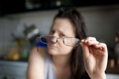 Une femme souffrant de rétinite pigmentaire.