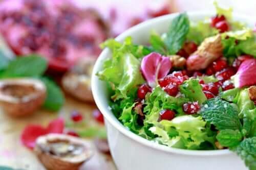 Salade de scarole et grenade : recette facile et rapide