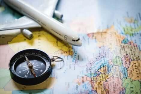 Une carte avec un avion.