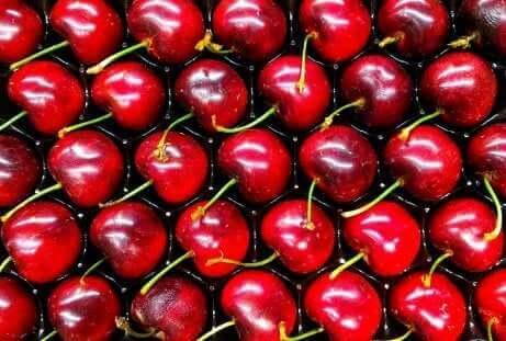 Les confitures sont une option polyvalente pour faire des préparations de divers fruits de saison, comme les cerises.