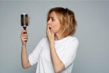 Faire face à la perte de cheveux pendant l'allaitement