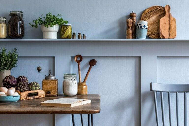 Une cuisine décorée.