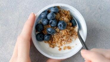 Est-il bon de ne manger que des fruits ou du yaourt pour le dîner ?