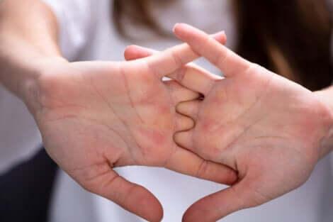 Etirements des doigts de la main.