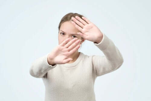 Haptophobie : comment surmonter la phobie d'être touché ?