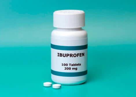 De l'ibuprofène.