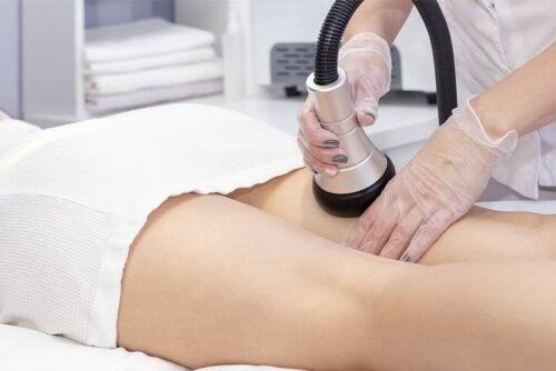 Un massage anti-cellulite.