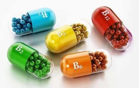 De la vitamine B de couleurs différentes.