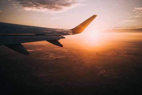 Coucher de soleil et avion.