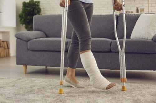 Gypse vs fibre de verre : que choisir pour les fractures ?