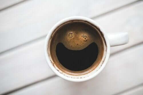 Comment fonctionne la caféine dans le cerveau ?