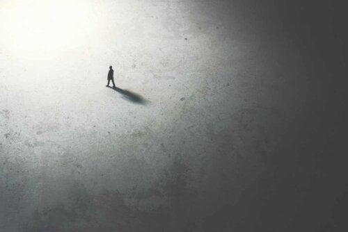 Un homme seul dans l'immensité.