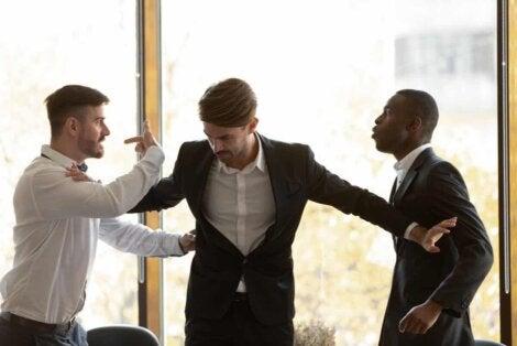 Des conflits au travail.