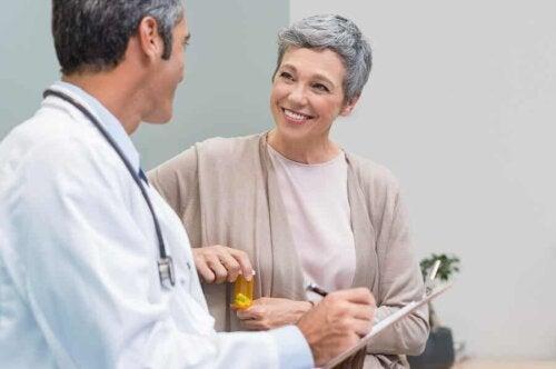 Une femme ménopausée lors d'une consultation médicale.