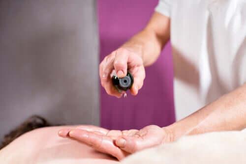 Puis-je calmer la douleur neuropathique avec des huiles essentielles ?