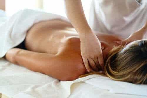 Qu'est-ce qu'un massage des tissus profonds et quels sont ses avantages ?