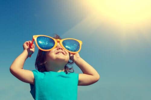 Photoprotection pendant l'enfance : que faut-il prendre en compte ?