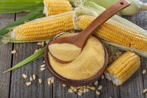 De la semoule de maïs.
