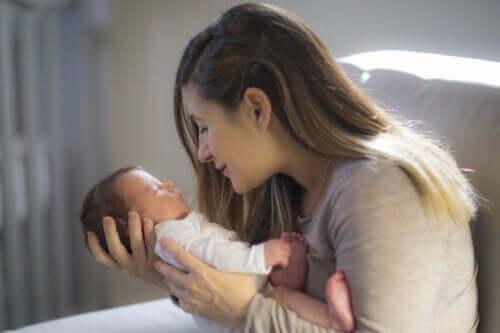 Conseils pour stimuler la capacité visuelle d'un bébé