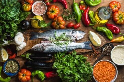 Divers aliments du régime méditerranéen.