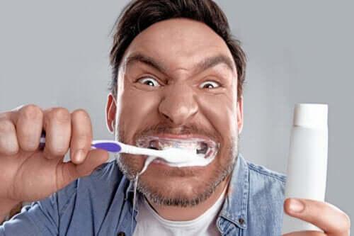 La blancorexie : l'obsession des dents blanches