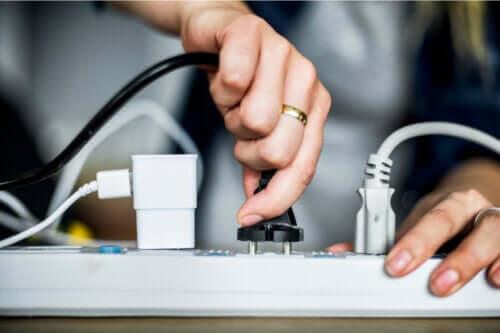 8 idées pour cacher les câbles à la maison
